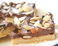 almond-roca-cookie-bars-001